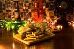 Sandwich à club de poulet avec des pommes frites photo stock