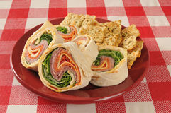 Sandwich à enveloppe avec des viandes et les fromages italiens Photo libre de droits