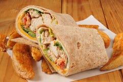 Sandwich à enveloppe de poulet photographie stock libre de droits