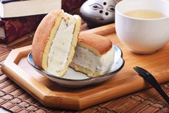 Sandwich à glace de raisin sec de rhum images stock