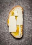 Sandwich à miel de beurre de fromage photos stock