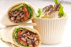 Sandwich à petit pain d'enveloppe de pain pita de poulet de shawarma de Kafta Images stock