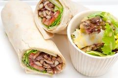 Sandwich à petit pain d'enveloppe de pain pita de poulet de shawarma de Kafta photo libre de droits