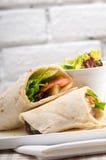Sandwich à petit pain d'enveloppe de pain pita de poulet de shawarma de Kafta Photos stock