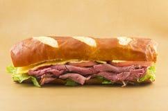Sandwich à petit pain de bretzel Photographie stock libre de droits