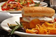 Sandwich à poulet grillé photographie stock libre de droits