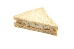 Sandwich à thon d'isolement à l'arrière-plan blanc Photo stock