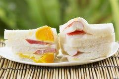 Sandwich au jambon d'imitation de crabe et d'oeufs photographie stock