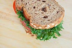 Sandwich au jambon de pain de blé entier photo stock