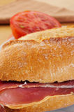 Sandwich au jambon espagnol de serrano Images stock