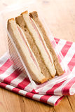 Sandwich au jambon sur la serviette checkered Photo libre de droits