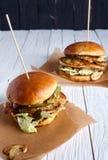 Sandwich au poulet fait maison avec des champignons Photos stock
