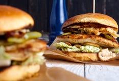 Sandwich au poulet fait maison avec des champignons Photographie stock