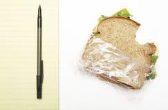 Sandwich auf Schreibtisch Stockfotos