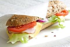 Sandwich auf Weißbuch Stockfotos
