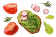 sandwich avec de la crème d'avocat d'isolement sur le fond blanc Nourriture saine Vue supérieure Photo stock