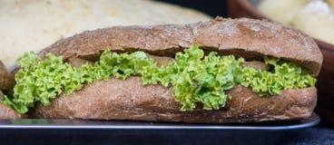 Sandwich avec de la laitue image libre de droits