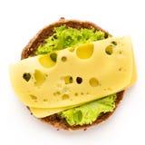 Sandwich avec de la laitue, fromage sur le fond blanc photos stock