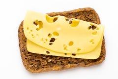 Sandwich avec de la laitue, fromage sur le fond blanc images stock