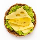 Sandwich avec de la laitue, fromage sur le fond blanc image stock