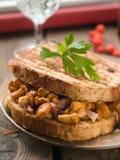 Sandwich avec des champignons de couche Images stock