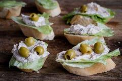 Sandwich avec des olives Photo stock