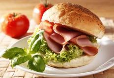 Sandwich avec du jambon Photo stock