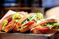 Sandwich avec du jambon, tomate Image stock