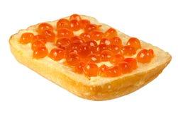 Sandwich avec le caviar rouge sur le fond blanc Images libres de droits