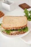 Sandwich avec le mayonaisse, la dinde, le fromage et frais Images stock