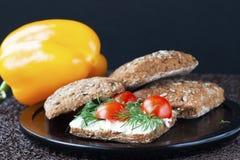 Sandwich avec le ricotta et les tomates Photos libres de droits
