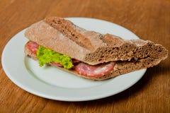 Sandwich avec le salami Images stock
