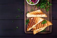 Sandwich chaud am?ricain ? fromage Sandwich grill? fait maison ? fromage photo libre de droits