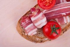 Sandwich con bacon fotografie stock libere da diritti