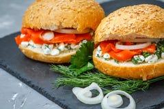 Sandwich con i salmoni Immagini Stock