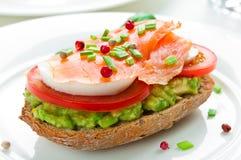 Sandwich con i salmoni affumicati Fotografia Stock Libera da Diritti