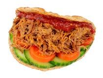 Sandwich déchiqueté à boeuf dans un Flatbread plié images libres de droits