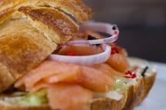 Sandwich der geräucherten Lachse Lizenzfreie Stockfotos