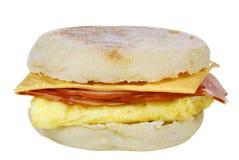 Sandwich des durcheinandergemischten Eies auf einem englischen Muffin stockfoto
