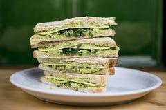 Sandwich divisé et empilé à avocat Photos libres de droits