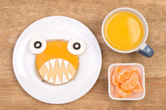 Sandwich drôle pour des enfants dans une forme d'un monstre Photos stock