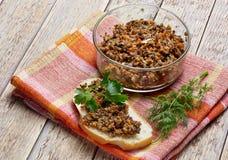 Sandwich du caviar de champignon décoré de Photos libres de droits