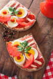 Sandwich with egg, ham and tomato from above Stock Photography
