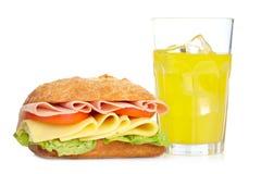 Sandwich en oranje soda stock foto