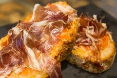 Sandwich espagnol à tapas avec le jamon de jambon Photographie stock