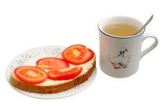 Sandwich et capuchon de thé Images stock