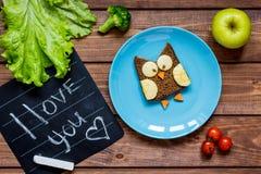 Sandwich formé par hibou à petit déjeuner d'enfants je t'aime Photographie stock libre de droits