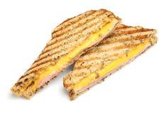 Sandwich grillé avec du jambon et le fromage images libres de droits