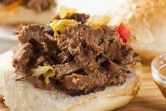Sandwich italien fait maison juteux à boeuf image stock