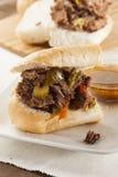 Sandwich italien fait maison juteux à boeuf images stock